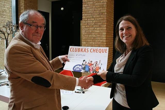 Overhandiging cheque Rabobank Clubkas Campagne